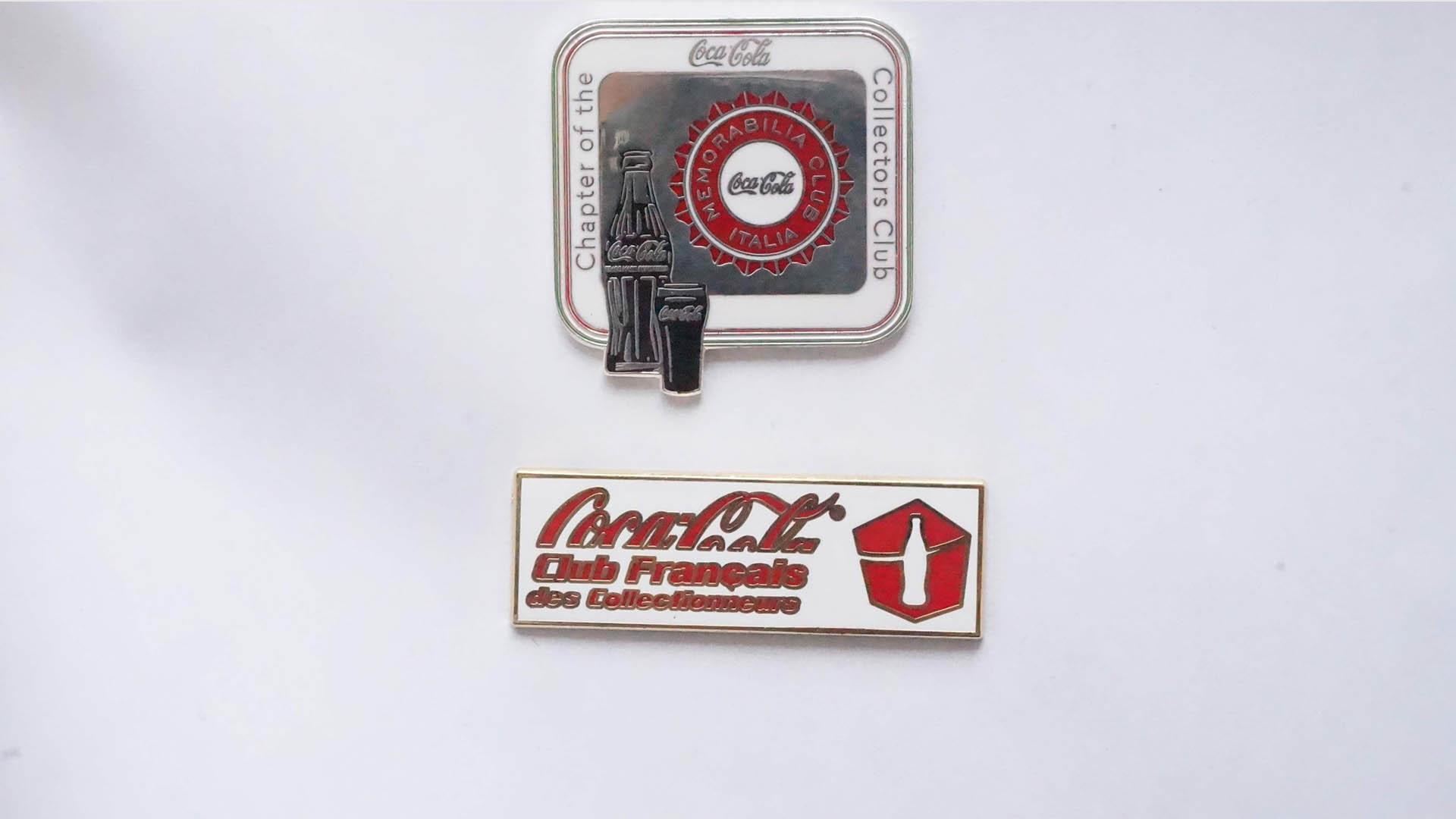 2 coca cola pins